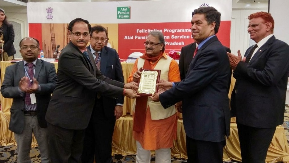 Bank bags award under 'Atal Pension Yojana, People First Campaign – Uttar Pradesh' on 06-02-2018.